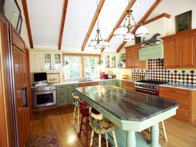 Peaceful Oasis, 1 min walk to beach - East Islip - Casa