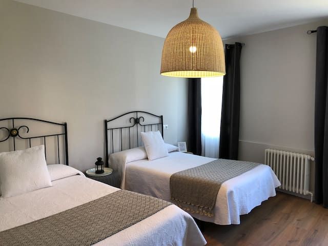 Habitación Doble 2 camas grandes y Baño privado