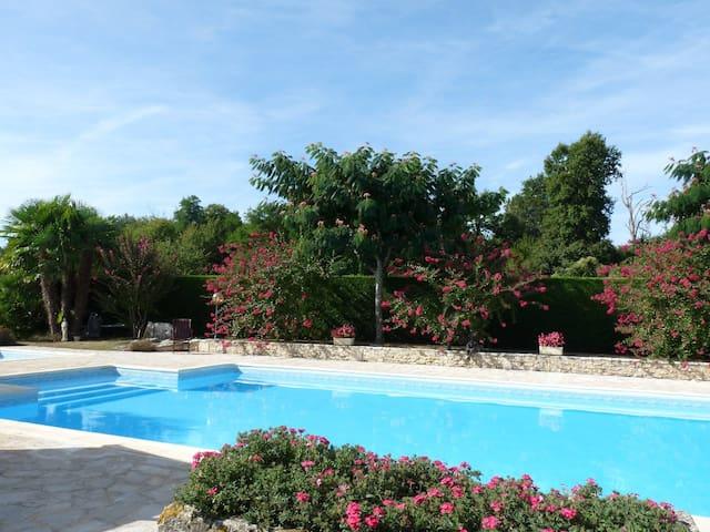 Gîte 4 personnes piscine chauffée - Chestnut