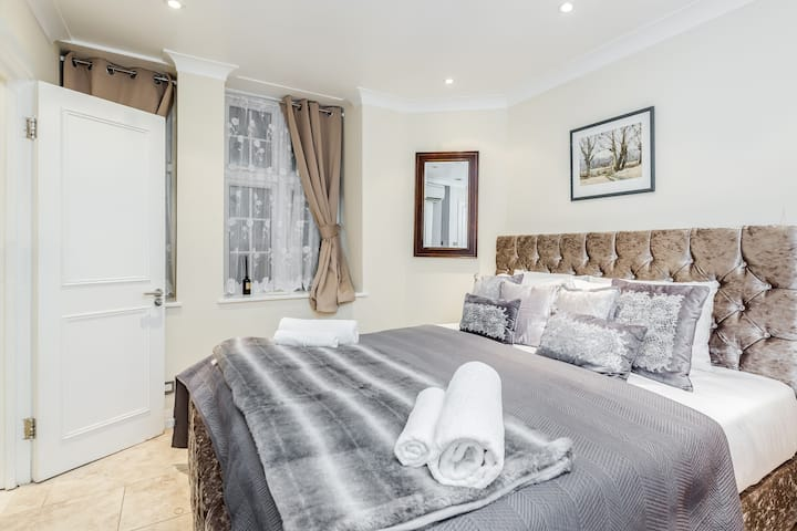 Professionally cleaned Exclusive 2 bed Knightsbridge Apt by Harrods