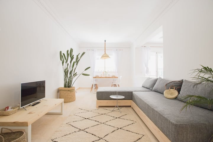 Modern ☼ European Apartment ♥ 1 min. walk to Beach