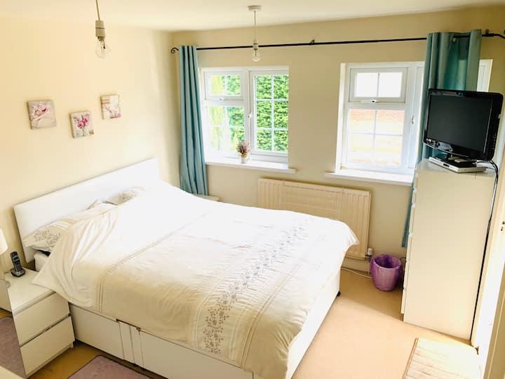 Charming Double Room with En-suite in Stourbridge
