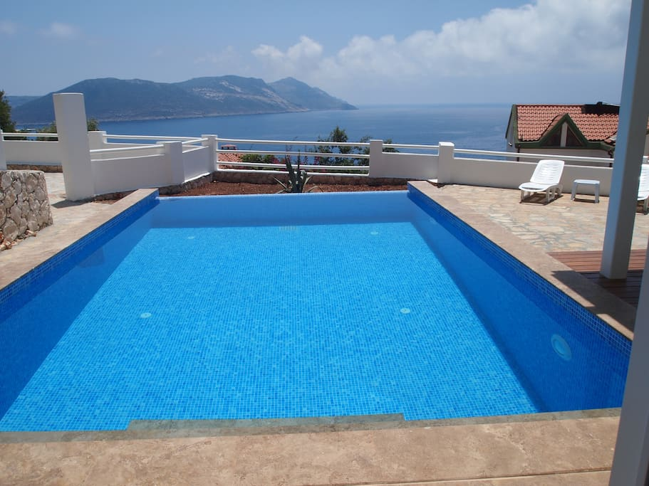 Pool with a view 10m x 4m