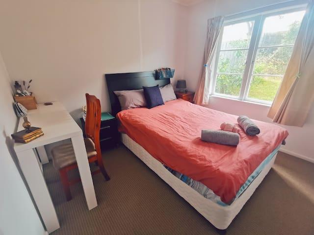 comfortable & tidy bedroom in North shore