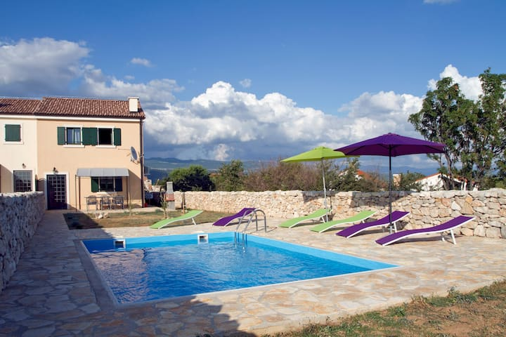 Villa Mikulica, with pool, nearby the sea, for 6 - Dobrinj - วิลล่า
