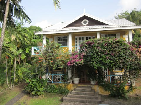 Buttercup Cottage Apartments - Frangipani