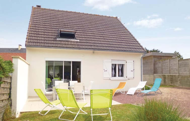 Holiday cottage with 3 bedrooms on 90 m² in St. Jean de la Riviere