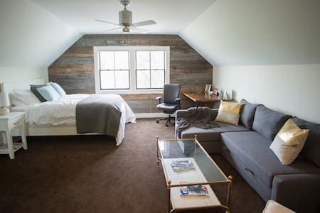 The Studio at Stone Hollow - Maple City - Loft