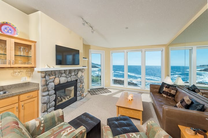 INSTANT MARCH PROMO* - Oceanfront & Whale Watching