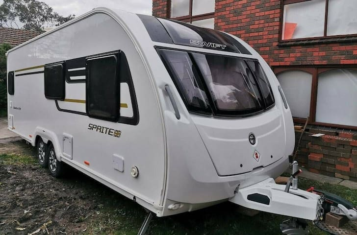 Luxury Caravan with a 9 bus seater & roof tent