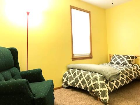 Cozy room in NE Minneapolis