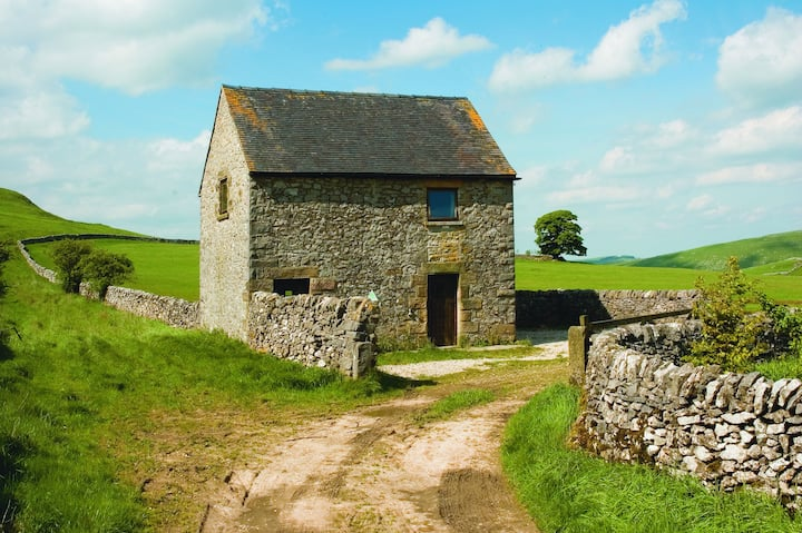 Peak District Camping Barn with unrivalled views