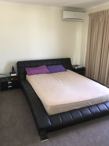 Spacious room - Toowong - Pis