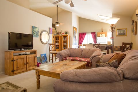 CLEAN, comfortable home with POOL in Chandler