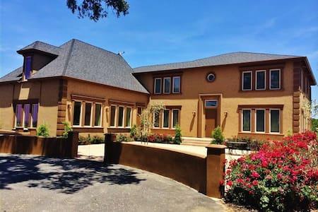 Custom 4BR Central CA Lodi House - Lodi - Σπίτι