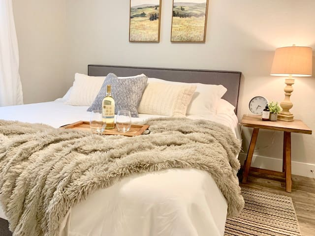 Heart of The Woodlands! ♥ KING bed | Magnolia Home