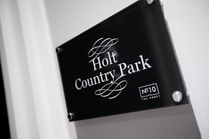 Holt Country Park (room name) · Modern & Spacious Apt 10 mins from Norwich, located in Wymondham, Norfolk
