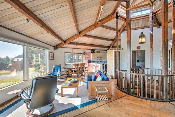Oceanview & dog-friendly home w/ private hot tub plus pools & tennis access