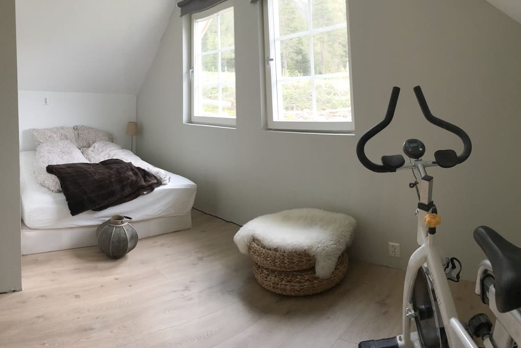 Spacious bedroom with double bed. Possible with extra matress/baby bed