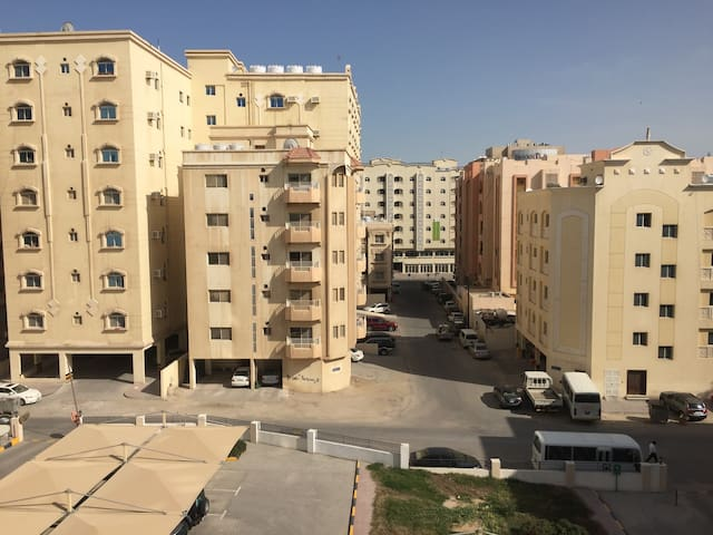 Purr-fectly central, King bed - Doha - Apartament