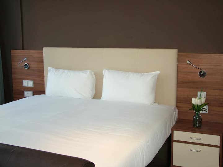 King studio with full kitchen and hotel facilities