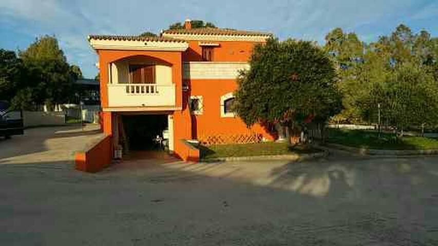 Spendida Villa con giardini e Quercia Secolare