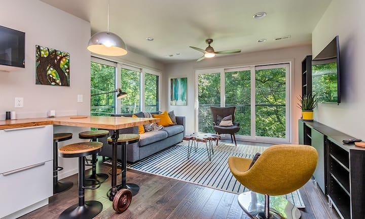 Keswick Suite; a modern flat near uptown Charlotte