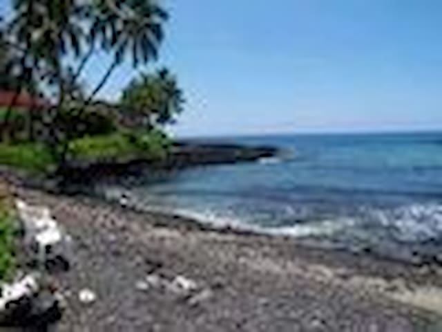 KONA SURF & RACQUET CLUB OCEANFRONT 4 BEDROOM, 3 B