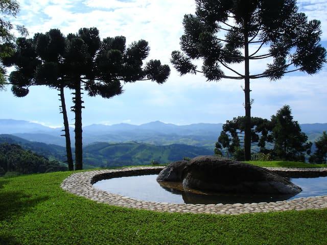 Refúgio com Vista e Cachoeiras no Alto Mantiqueira