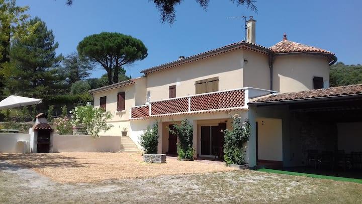 LA FRIGOULE logement indépendant dans villa