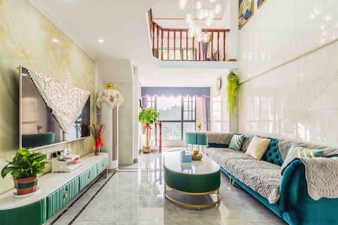 武江区汇展华城复式loft公寓,奢华装修,浪漫情侣民宿。家庭亲子、学生出游。