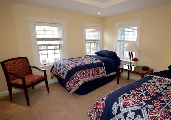 Twin beds in 3rd bedroom