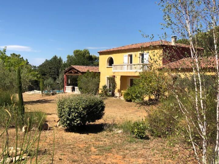 Villa provençale avec piscine, jardin et terrasse