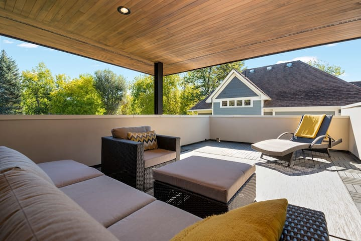 Sit back on the sprawling private rooftop deck while enjoying a bottle of wine with good friends and family.  Relax and soak in the hot tub after a long day exploring Fort Collins.