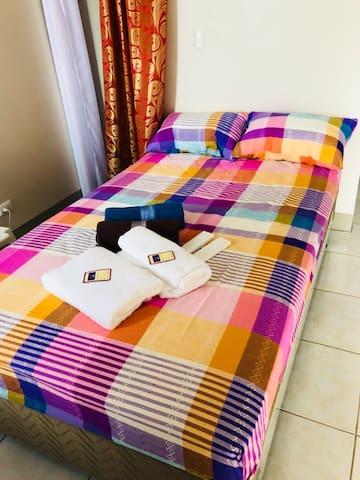 Capitol Plaza Condo (bedside Sulo Hotel near NKTI)