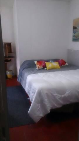 Habitación privada a 3 cuadras Hospital San Javier