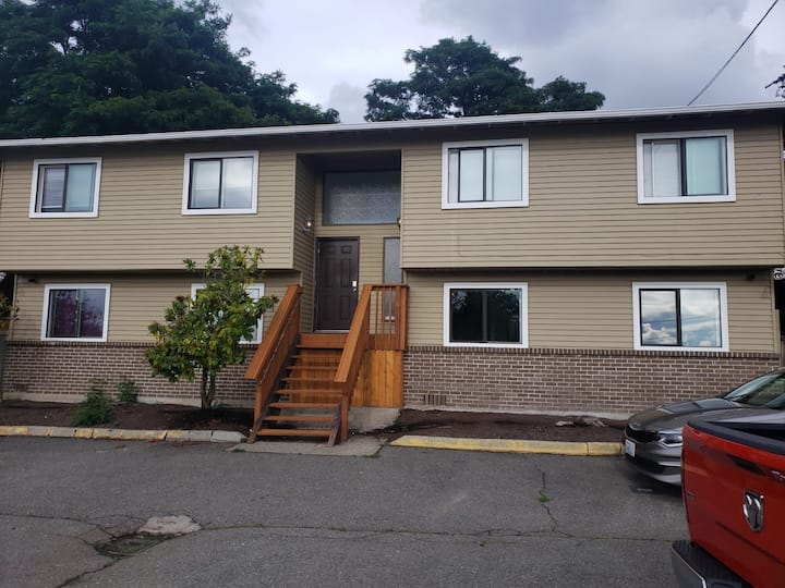 Cozy 2 BR / 3 miles from SeaTac / Close to LT Rail