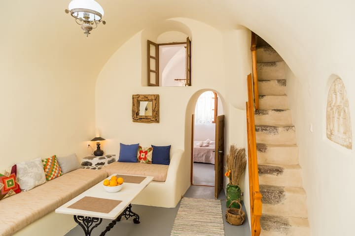 The Castle, Traditional House in Santorini