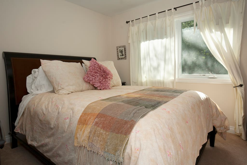 Private room with very comfy queen size bed
