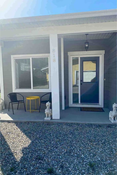 Charming Carriage Home in downtown Kelowna