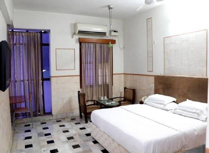iROOMZ Ashoka Comforts Deluxe Double A/c Room