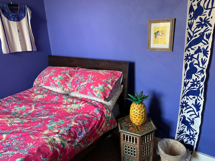 Lovely quiet and comfy room close to town & beach