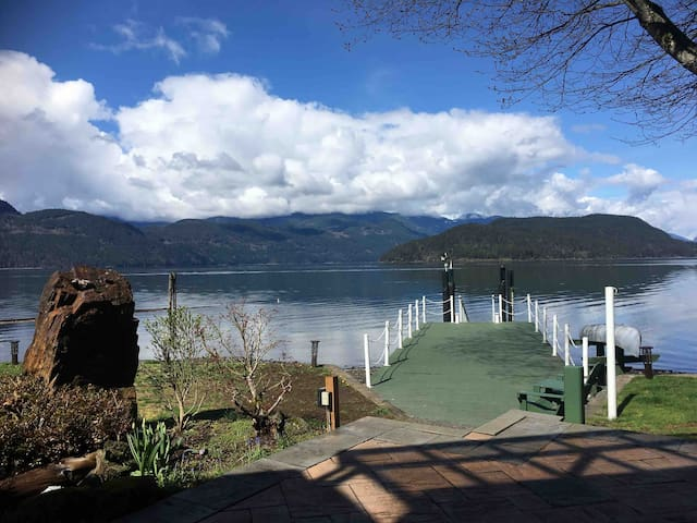 The Lakehouse!  Waterfront with hot tub & games rm