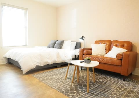 The Loft - Minimalistic Living (Private Bathroom)