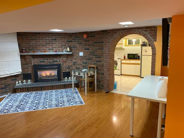 1 bedroom w/parking by subway,24 hr Bus. Safe Area