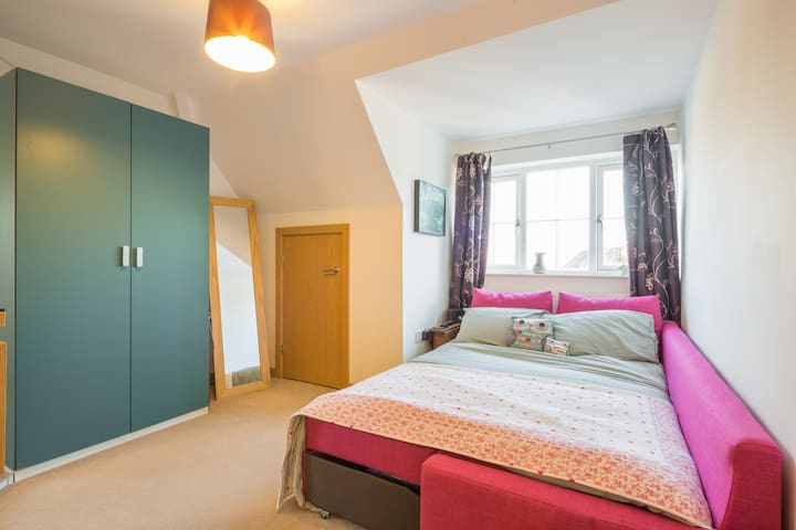 Cute Room in Old School Building - Letchworth Garden City - Apartamento