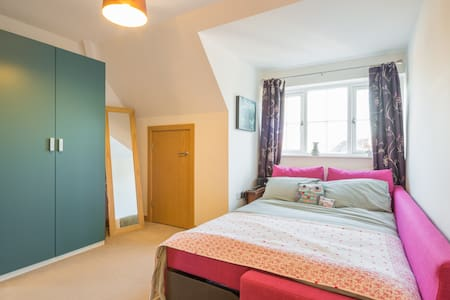 Cute Room in Old School Building - Letchworth Garden City - Lejlighed