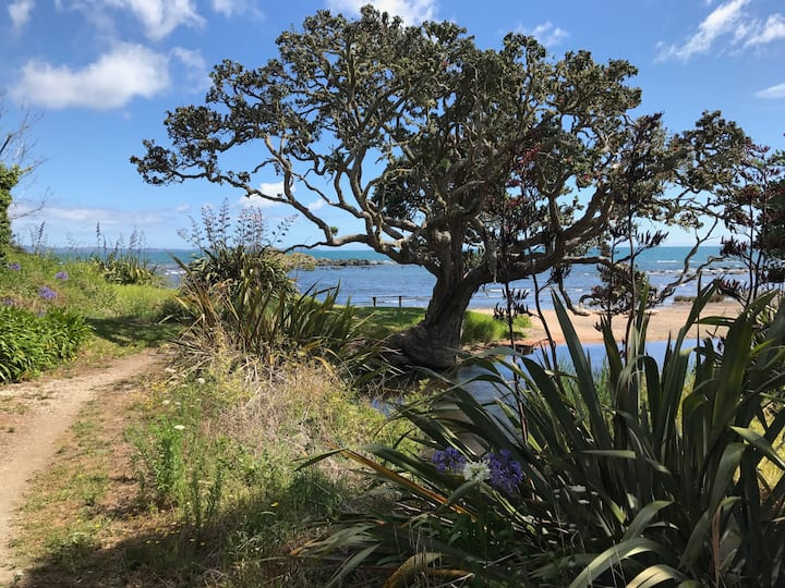 SEASIDE BACH near CABLE BAY | AIR CON & KAYAKS