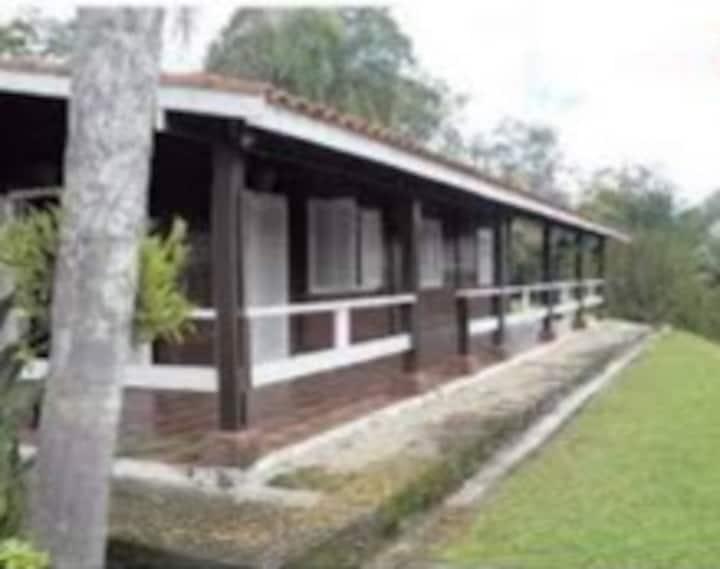 Chácara Vista Linda-Condomínio Fechado em Jacareí