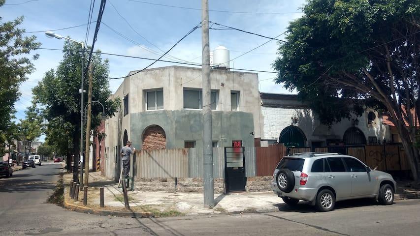 DUPLEX COMODO Y LUMINOSO EXCELENTE UBICACION - San Fernando - Dům